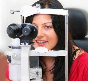 eye exam lady in chair
